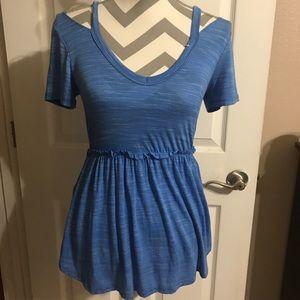 Cute tshirt style top with cold shoulder